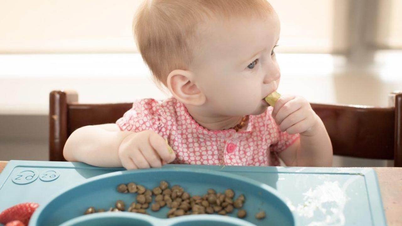The Ultimate Guide to Starting Solids with Baby-led Weaning (BLW)