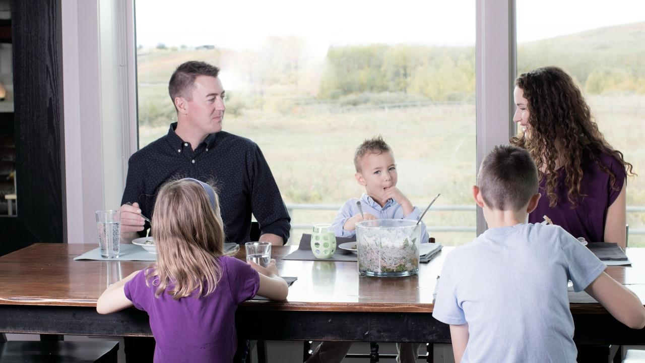 6 tips to make family mealtimes easier and more fun